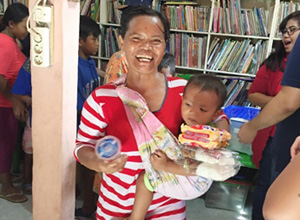 Sae-A Indonesia visits Kapuk Muara, a new slum area, to provide volunteering service and lunchboxes