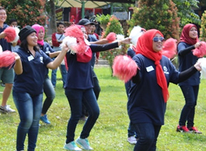 Employees of Sae-A Indonesia build unity at outdoor event