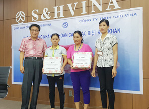 SAE-A Vietnam holds fundraising event and presentation ceremony to help workers in hardship